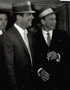 Glossy reprint photo of Dean Martin & Frank Sinatra. Golden Age Of Hollywood, Vintage Hollywood, Hollywood Stars, Classic Hollywood, Hollywood Men, Dean Martin, Martin King, Joey Bishop, Humphrey Bogart