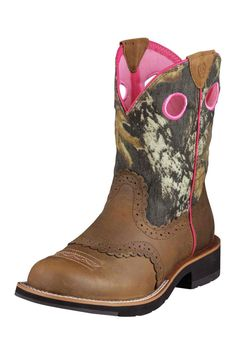 next pair of boots i get!Ariat Fatbaby Mossy Oak Camo Cowgirl Boots ... getting these soon ! Been needin some work boots!