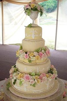 When you think of Victorian wedding cake designs you immediately think of grand, tall lace wedding cakes with intricate scrolls of an earlier period, with roses and cupids. Modern Victorian Wedding, Victorian Wedding Cakes, Victorian Cakes, Victorian Party, Baroque Wedding, Floral Wedding, Gorgeous Cakes, Pretty Cakes, Beautiful Desserts