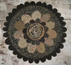 Items similar to Primitive Folk Art Rug Hooking Pattern~Primitive Flower Round on Etsy Rug Hooking Designs, Rug Hooking Patterns, Primitive Pillows, Primitive Folk Art, Small Mats, Rug Inspiration, Hand Hooked Rugs, Wool Art, Penny Rugs