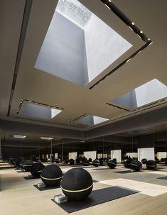余霖新作:时代天荟 · 外向性 / 东仓建设 - 谷德设计网 Gym Interior, Interior Design Living Room, Hotel Gym, Airport Hotel, Gym Center, Gym Lighting, Gym Facilities, Gym Room, Home Cinemas