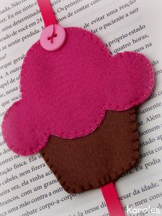 artesanato Fleece Crafts, Felt Crafts, Hobbies And Crafts, Diy And Crafts, Crafts For Kids, Sewing Crafts, Sewing Projects, Felt Bookmark, Bookmarks Kids