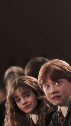 Imagen de harry potter, hermione granger, and ron weasley Harry Potter Tumblr, Blaise Harry Potter, Estilo Harry Potter, Images Harry Potter, Mundo Harry Potter, Harry Potter Characters, Harry Potter Fandom, Harry Potter Ron And Hermione, Sassy Harry Potter