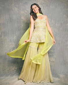 Indian Fashion Dresses, Dress Indian Style, Indian Gowns, Indian Designer Outfits, Indian Attire, Indian Wear, Ethnic Wear Designer, Diwali Dresses, Diwali Outfits
