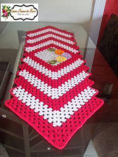 ARTE EM CROCHÊ, TRICÔ E ARTESANATOS: Caminho de mesa de barbante em crochê com aplicaçã...