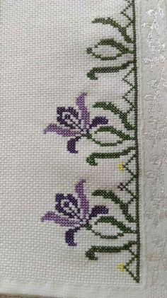 This Pin was discovered by Emi Cross Stitch Rose, Cross Stitch Borders, Cross Stitch Flowers, Cross Stitch Kits, Cross Stitching, Cross Stitch Patterns, Beaded Embroidery, Cross Stitch Embroidery, Hand Embroidery