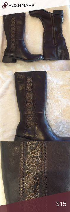 Matisse Boots Older style Matisse Boots.   Has some openings at the heel which can easily be glued back on.   Brand new never been worn, given as a gift which found recently in storage.  Sample style   Please look at pictures. Matisse Shoes Heeled Boots