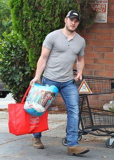 Why Chris Pratt Actually Should Have Been Named The Sexiest Man Alive Chris Pratt, Hot Country Boys, Bear Men, Hairy Men, Muscle Men, Chris Hemsworth, Gorgeous Men, Foto E Video, Hot Guys