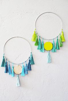 DIY Wall Art Ideas for Teen Rooms - DIY Tassel Wall Hanging - Cheap and Easy Wall Art Projects for Teenagers - Girls and Boys Crafts for Walls in Bedrooms - Fun Home Decor on A Budget - Cool Ca Diy Home Decor For Teens, Art Ideas For Teens, Diy Home Decor For Apartments, Diy Crafts For Teen Girls, Diy Projects For Teens, Teen Art Projects, Bedroom Decor For Teen Girls Diy, Cheap Wall Art, Simple Wall Art