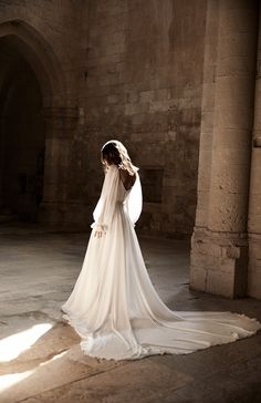 With a train to die for - our 'Andrea' wedding gown is a timelessly-chic stunner. ✨ Created for: The Lane Boho Wedding Dress, Dream Wedding Dresses, Wedding Gowns, Garden Wedding Dresses, Bild Girls, Pretty Dresses, Beautiful Dresses, Braut Make-up, Dream Dress