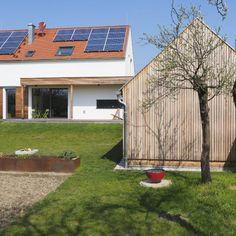 Bodenständig, aber mit moderner Wohnstruktur - Niederösterreich GESTALTE(N) Solar Panels, Outdoor Decor, Home Decor, Building Homes, Boden, Architecture, Lawn And Garden, Sun Panels, Decoration Home