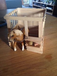 Toy Horse Barn Plans - Awesome toy Horse Barn Plans , How to Build toy Barns Toy Horse Stable, Schleich Horses Stable, Horse Stables, Breyer Horses, Horse Barns, Diy Horse Toys, Horse Crafts, Diy Toys, Popsicle Stick Crafts