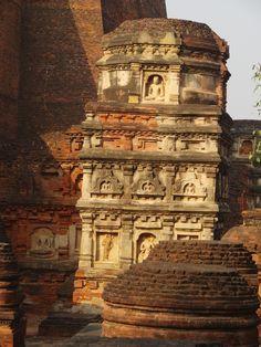 Détail d'une base d'un stupa d'angle du Temple n°3 du site Nalandar entre la fin du VIe siècle et la première moitié du VIIe siècle.
