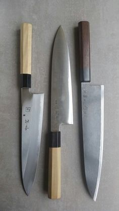 Left-right: Konosuke Fujiyama Gyuto blue/aogami Sukenari Ginsan Gyuto Takeda Stainless Clad Aogami Super Sasanoha Cool Knives, Knives And Tools, Knives And Swords, Japanese Cooking Knives, Japanese Kitchen Knives, Fancy Kitchens, Best Pocket Knife, Handmade Knives, Kitchen Tools And Gadgets