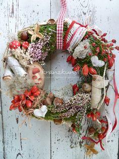 Türkränze - NATURKRANZ ♥ Fliegenpilz♥ Herbstkranz Rot Weiss - ein Designerstück von kranzkunst bei DaWanda