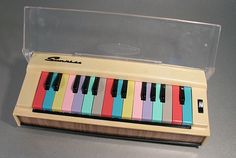 music toys for kids – Kids' Playground . Vintage Toys 1960s, Retro Toys, Piano, Music Gadgets, Music Machine, Architecture Art Design, Musical Toys, Vintage Keys, Funny Design