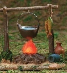 Fontanini LED Lighted Campfire with Cauldron Nativity Village Accessories Christmas Crib Ideas, Christmas Crafts, Christmas Decorations, Fontanini Nativity, Christmas In Italy, Home Office Furniture Sets, Christmas Nativity Scene, Fairy Furniture, D Craft