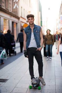 Skater Boys Are The Sexiest Denim Fashion, Boy Fashion, Fashion Sets, Fashion Photo, League Of Legends Fanart, Grunge Jeans, Skater Boys, Men Street, Mannequins