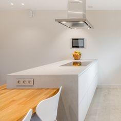 Ostrůvkový odsavač Novy Flat'line se štěrbinovým odsáváním. Corner Desk, Bose, Modern, Kitchen, Table, Furniture, Projects, Design, Home Decor