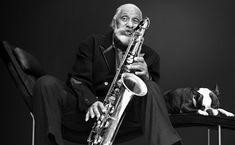 Jazz legend and Sonny Rollins Louis Armstrong, Miles Davis, Marketing Musical, Sonny Rollins, Saxophone Players, Tenor Sax, Duke Ellington, Jazz Artists, All That Jazz