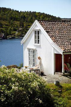 Une maison blanche sur la mer en Norvège - PLANETE DECO a homes world