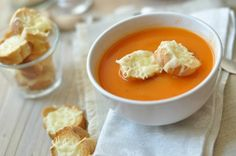 Paradicsomleves sajtos kiflivel. Gazpacho, Food And Drink, Healthy Eating, Pudding, Favorite Recipes, Dishes, Cukor, Desserts, French