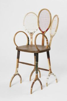 Chair from wooden tennis racquets. Una silla hecha de #raquetas de madera. Mola!!