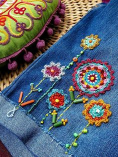 Crochet appliqués and embroidery on denim jeans. So vintage / and Embroidery Applique, Beaded Embroidery, Cross Stitch Embroidery, Embroidery Patterns, Crochet Patterns, Beginner Embroidery, Embroidery Thread, Floral Embroidery, Fabric Patterns