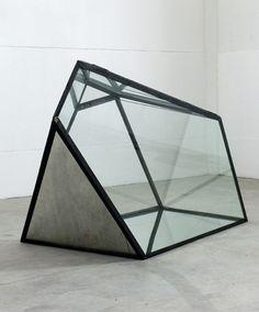black - geometric sculpture - José Pedro Croft - metal and glass
