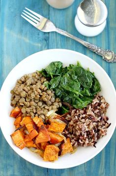 Superfood Power Bowl This hearty power bowl is the perfect lunch or dinner! Packed with nutrients and fiber from healthy superfoods!This hearty power bowl is the perfect lunch or dinner! Packed with nutrients and fiber from healthy superfoods! Superfood Recipes, Vegetarian Recipes, Healthy Recipes, Vegetable Recipes, Vegan Vegetarian, Beef Recipes, Baking Recipes, Chicken Recipes, Low Carb