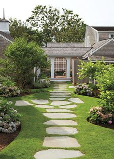 Cool 35 Fresh and Beautiful Front Yard Landscaping Ideas https://roomodeling.com/35-fresh-beautiful-front-yard-landscaping-ideas