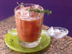 Fruchtiger Tomaten-Drink - mit Grapefruit - smarter - Kalorien: 64 Kcal - Zeit: 10 Min. | eatsmarter.de Tomate und Grapefruit - für einen Powerstart in den Tag!