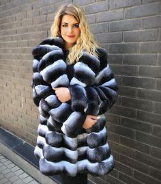 Chinchilla Fur Coat, Fox Fur Coat, Fur Coats, Coat Outfit, Fur Accessories, Fabulous Furs, Mohair Sweater, Fur Fashion, Cute Woman