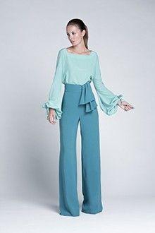 Me encanta la mezcla de colores y el pantalón súper original.