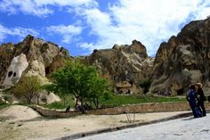 The top 5 things to do in Cappadocia Turkey includes Goreme Open Air museum, hot air ballooning, a walk around the valleys