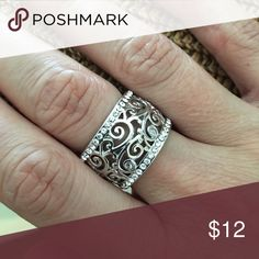 Lia Sophia Ring — size 7 Lia Sophia, size 7, good condition Lia Sophia Jewelry Rings