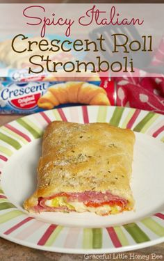 See how to make this easy and delicious Spicy Italian Crescent Roll Stromboli on croissant Pilsbury Crescent Recipes, Crescent Roll Recipes, Pillsbury Dough, Stromboli Recipe With Crescent Rolls, Stromboli Recipe Pillsbury, Crescent Roll Pizza, Cresent Rolls, Calzone, Croissant