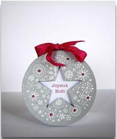 Joyeux Noël - carte ronde by Agata Dag (Happy Christmas) Christmas Card Crafts, Christmas Scrapbook, Christmas Cards To Make, Christmas Star, Holiday Cards, Christmas Bulbs, Wrapping Ideas, Christmas Feeling, Snowflake Cards