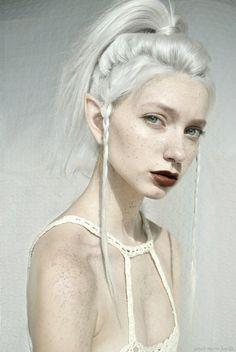 Необычная внешность , фэнтези, сказочность, белые волосы, модель, илеи для фото, веснушки, белая кожа