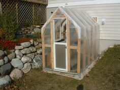 DIY Greenhouse that looks easy enough....  ;)