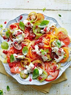 Low calorie recipes 437975132489538868 - Jamie Oliver's 'Tomato carpaccio with raspberries & burrata. The raspberries add a lovely tang to the salad that's incredible with the mozzarella and aromatic basil. Fresh Tomato Recipes, Tomato Salad Recipes, Vegetable Recipes, Vegetarian Recipes, Cooking Recipes, Healthy Recipes, Sauce Recipes, Free Recipes, Ceviche