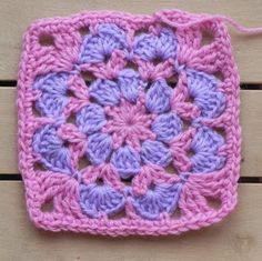 Crochet Granny Square Patterns Granny Mania – worked in black and white reverse with plan squares – ella is artistic inspiration for us. Get extra photograph about House Decor and DIY Motifs Granny Square, Granny Square Projects, Crochet Blocks, Granny Square Crochet Pattern, Crochet Squares, Crochet Granny, Crochet Motif, Crochet Stitches, Knit Crochet
