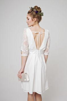 Short wedding dress Aurélie in Boho style Bridal Bolero, Bridal Gowns, Style Boho, Bohemian Mode, Wedding Shoes, Wedding Dresses, Boho Stil, Silk Skirt, International Fashion