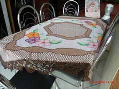 Toalha em bordado xadrez co bico de croche