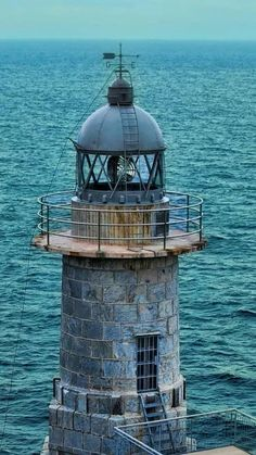 LIGHTHOUSE. love the colors of this beautiful pictures. shades of blue