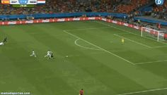GIF: 5º gol de Holanda. Humillación a Casillas