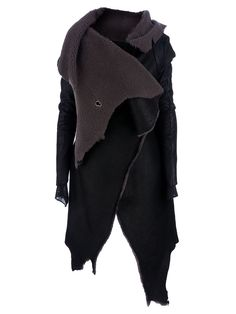 """Isaac Sellam Experience - """"Traversier"""" coat __ Black calf leather coat featuring grey shearling lining, double fabric sleeves, concealed front fastening, and an irregular hemline. Post Apocalyptic Fashion, Looks Black, Dark Fashion, Pulls, My Wardrobe, Textiles, Street Style, Style Inspiration, My Style"""