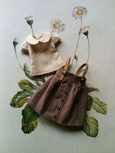 A cute little two-piece outfit set for Blythe dolls, though it will also fit licca dolls. It has a striped linen pinafore dress with faux