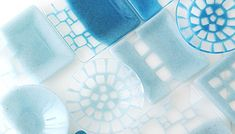 Saburou サブロウ「水の波紋」をイメージした美しいモザイク柄 Ceramic Design, Glass Design, Glass Ceramic, Ceramic Art, Stained Glass Art, Fused Glass, Japan Design, Aqua, Tea Ceremony