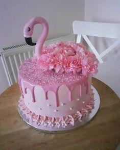 Flamingo Cupcakes, Pink Flamingo Party, Flamingo Birthday, Special Birthday Cakes, Beautiful Birthday Cakes, Birthday Cake Girls, Cupcake Cakes, Fondant Cupcakes, Caking It Up